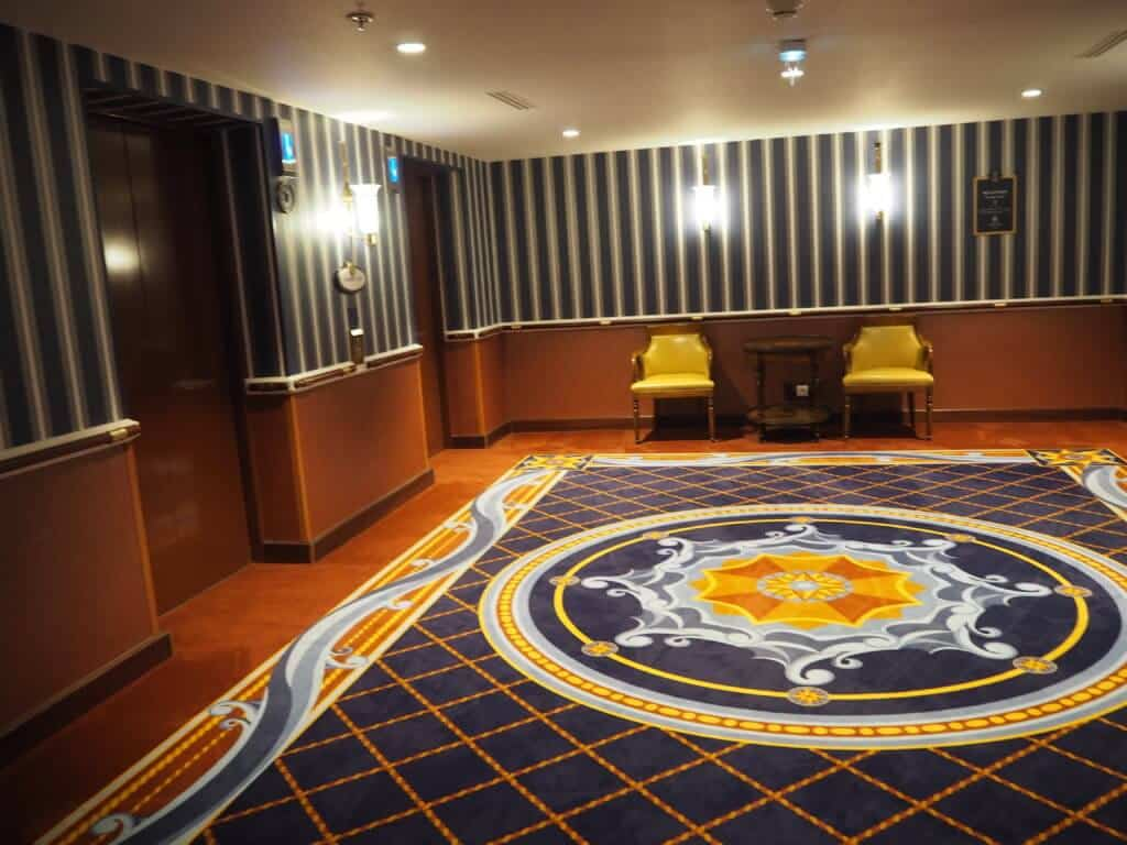Newport Bay Compass Club, Disneyland Paris