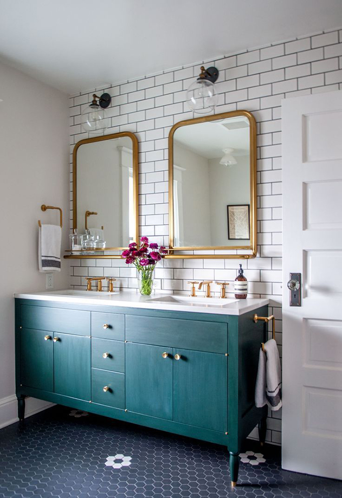 white-metro-with-black-grout-bathroom